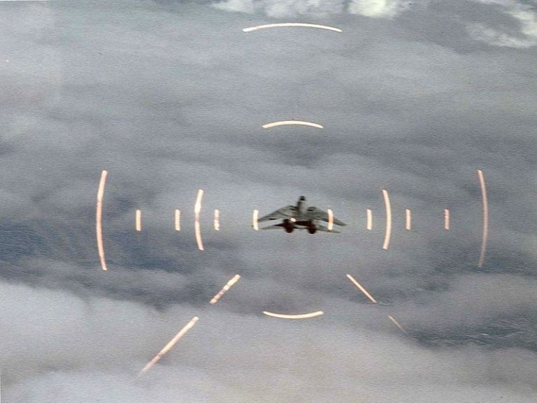 f-14a_tomcat_in_head-up_display_c1988